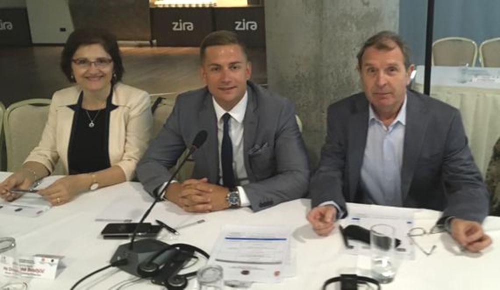 Драгана Бисиљчић, Филип Радовић (у средини) и др Небојша Вељковић